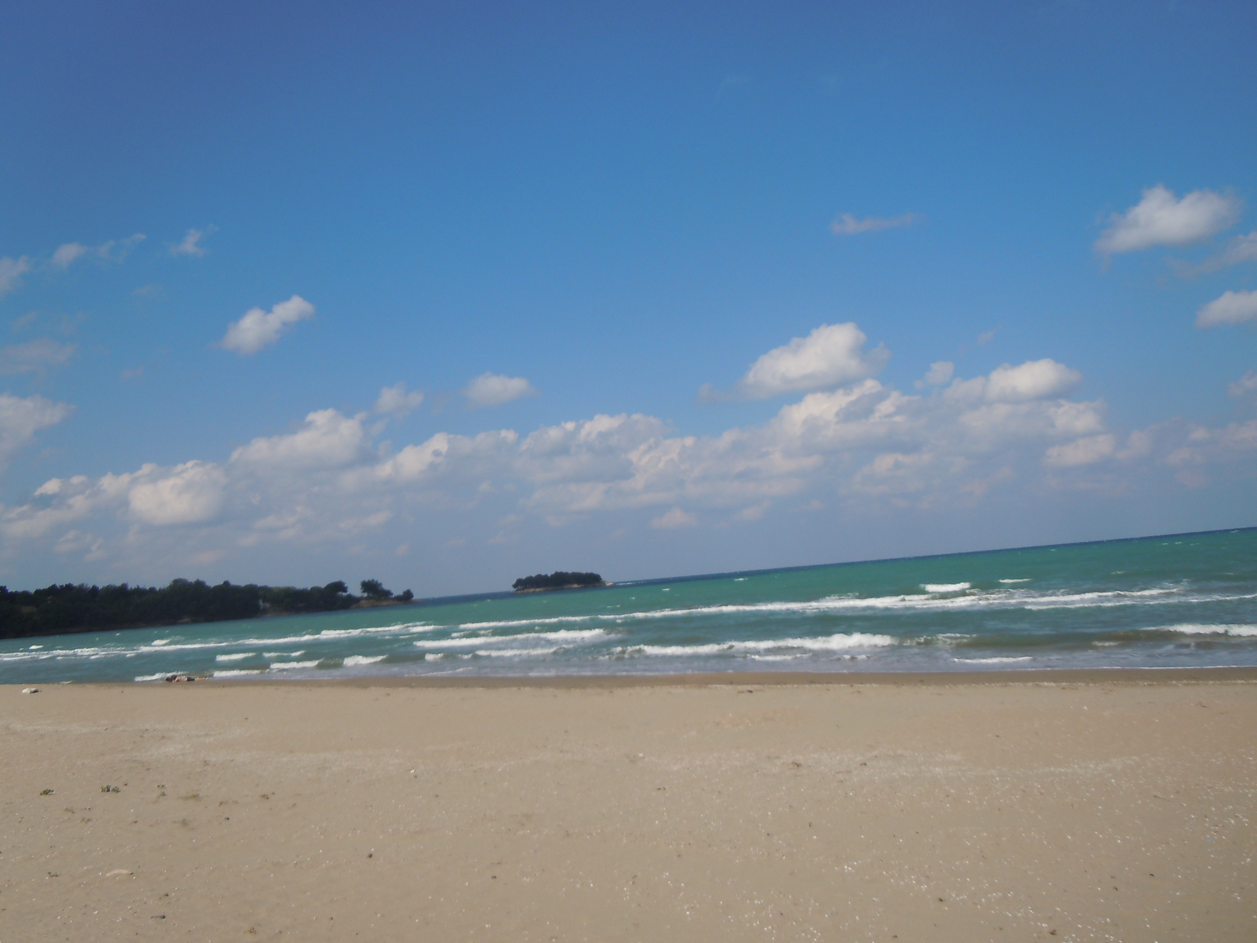 Genis kumsal harika bir plaj